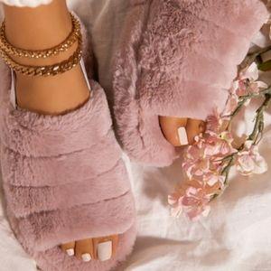 Fluffy Blush Faux Fur Snuggles, sz 7